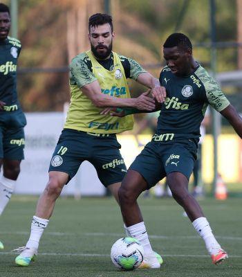 Patrick de Paula volta a treinar e pode ser a novidade contra o Flamengo
