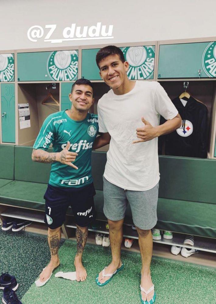 Zagueiro publica foto com o atacante Dudu, em seu Instagram.